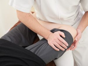 根本整体 根本施術 運動機能分析システム/姿勢検査/施術技術 整体院・整骨院・接骨院・リハビリなどで、腰椎ヘルニア/脊柱管狭窄症/五十肩/変形性膝関節症の早期改善と再発を予防します。運動分析は根本施術として利用される独自の施術方法です。アスリートや大学病院の医師も通われる整体技術です。京都市右京区 太秦天神川駅徒歩2分 京都市右京区、中京区、上京区にお住まいの方は、【松村整体】にお任せください。